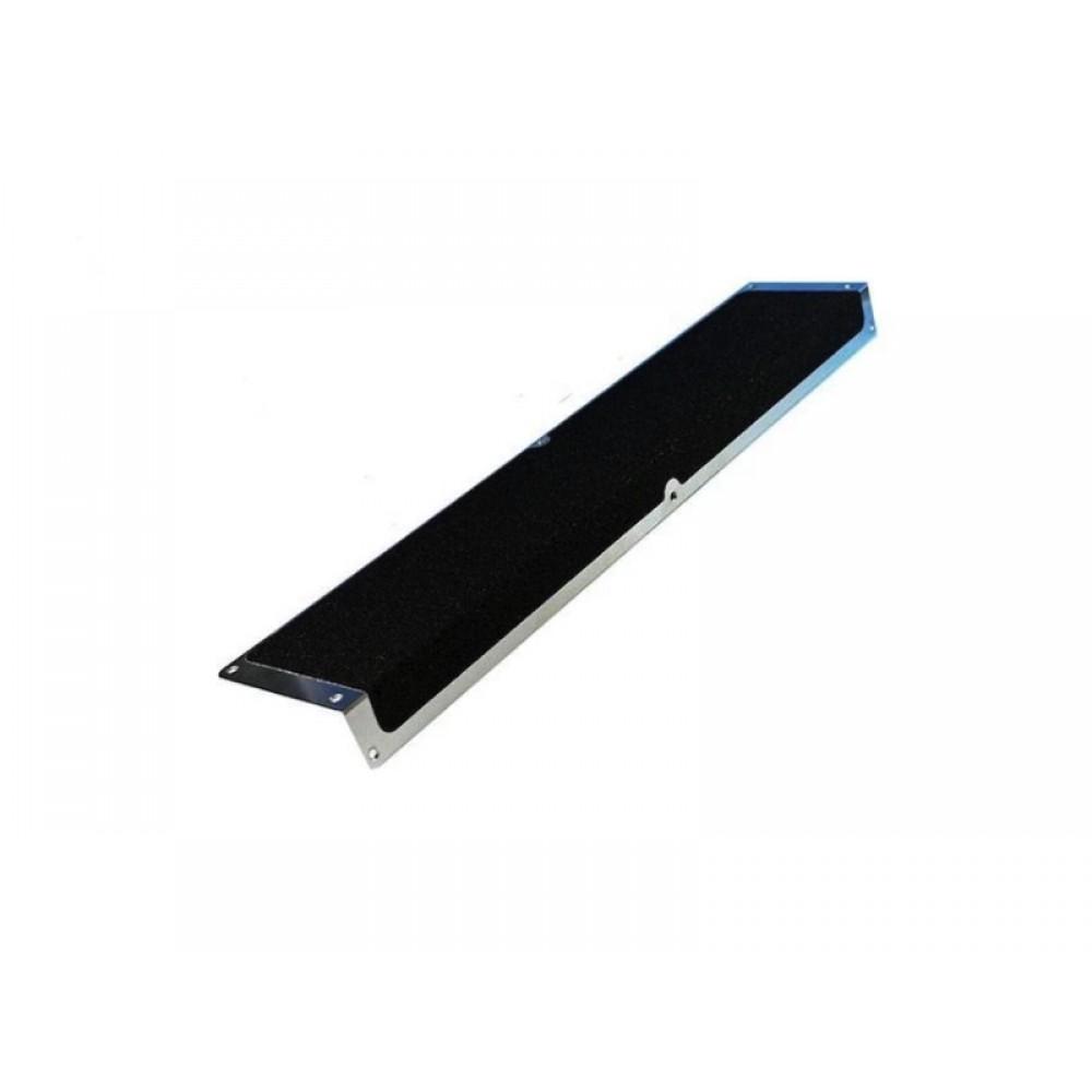 Алюминиевый угол 120мм х 45мм с противоскользящейлентой