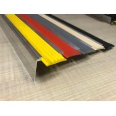 Алюминиевый угол для ступеней с пятью вставками 162 мм/5,5 мм