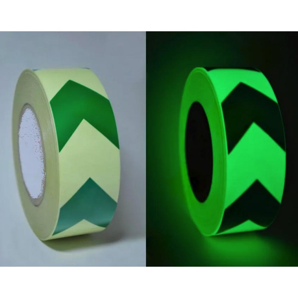 Лента фотолюминесцентная для линейной разметки с рисунком Ёлочка ГОСТ Р 12.2.143-2009 Glow Tape with green arrows. Цвет: фотолюминесцентный салатовый