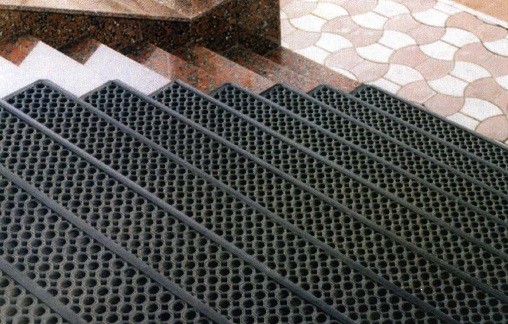 противоскользящие накладки на ступени